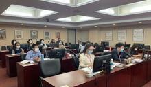 台北電台淪「民眾黨之聲」?藍綠不滿僅停職處分 主持人朱蕙蓉遭解約