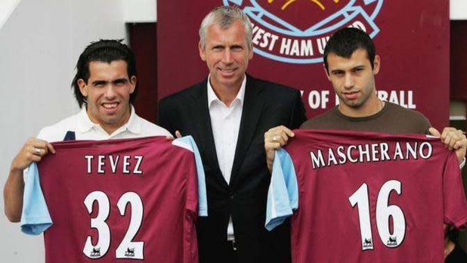 Javier Mascherano dan Carlos Tevez saat bergabung dengan West Ham United pada musim 2007.