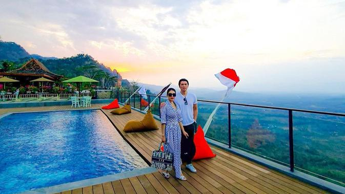 Syahrini dan Reino Barack ke Borobudur (Sumber: Instagram/princessyahrini)