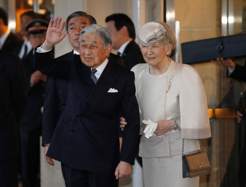 Japan's Emperor Akihito (L) and Empress Michiko wave to well-wishers upon their arrive at Ujiyamada Station for a visit to Ise Jingu shrine, ahead of his April 30 abdication, in Ise in the central Japanese prefecture of Mie, on April 17, 2019. - Akihito will step aside and make way for his son Crown Prince Naruhito on April 30. (Photo by ISSEI KATO / POOL / AFP) (Photo credit should read ISSEI KATO/AFP/Getty Images)