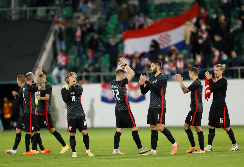 Croatia fight back to beat Switzerland 2-1