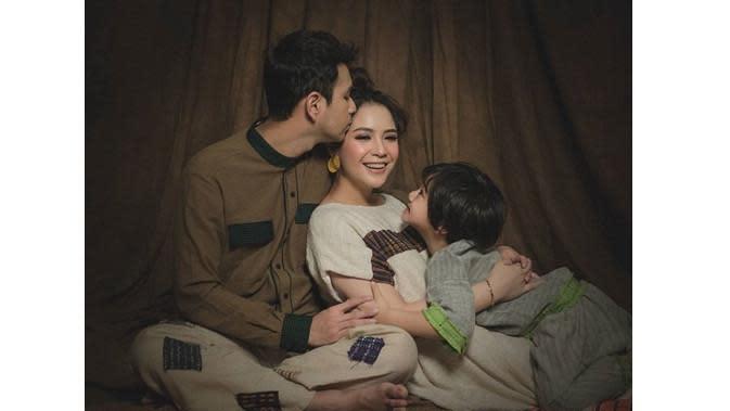 Raffi Ahmad dan keluarga (Sumber: Instagram/riomotret)