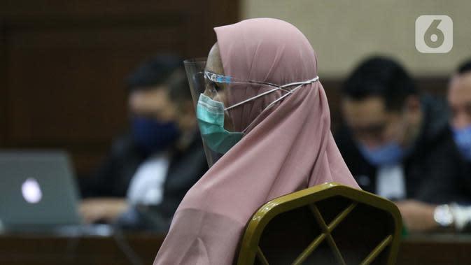 Tersangka dugaan korupsi dan tindak pidana pencucian uang terkait kepengurusan fatwa untuk Djoko Tjandra di Mahkamah Agung, Pinangki Sirna Malasari saat menjalani sidang perdana di Pengadilan Tipikor Jakarta, Rabu (23/9/2020). Sidang beragenda pembacaan dakwaan. (Liputan6.com/Helmi Fithriansyah)