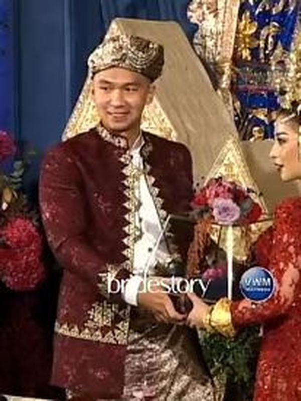 Nikita Willy dan INdra Priawan menikah (Instagram/thebridestory)