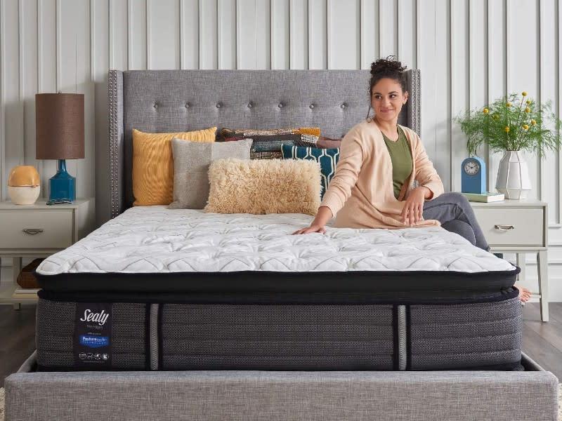Sealy Response Premium 14-Inch Plush Euro Pillow Top Mattress, Queen. (Photo: Amazon)