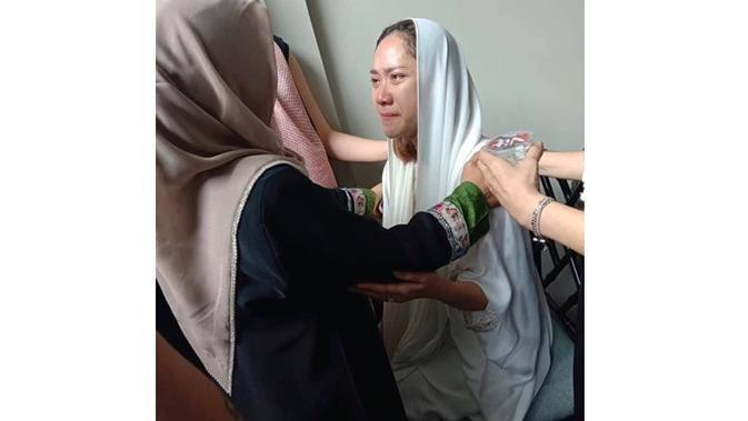 5 Potret Terbaru Bunga Citra Lestari Temani Jenazah Ashraf Sinclair, Berusaha Tegar (sumber: Instagram.com/_anggunnb)