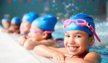 從泳池看見公共空間的親子思維