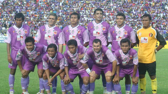 Skuat Persik Kediri pada musim 2006. (Bola.com/Gatot Susetyo)