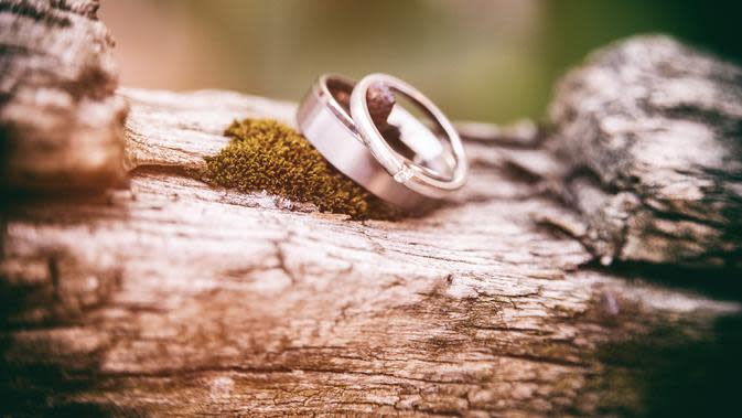 Ilustrasi cincin kawin. (dok. Foto Denny Müller/Unsplash)