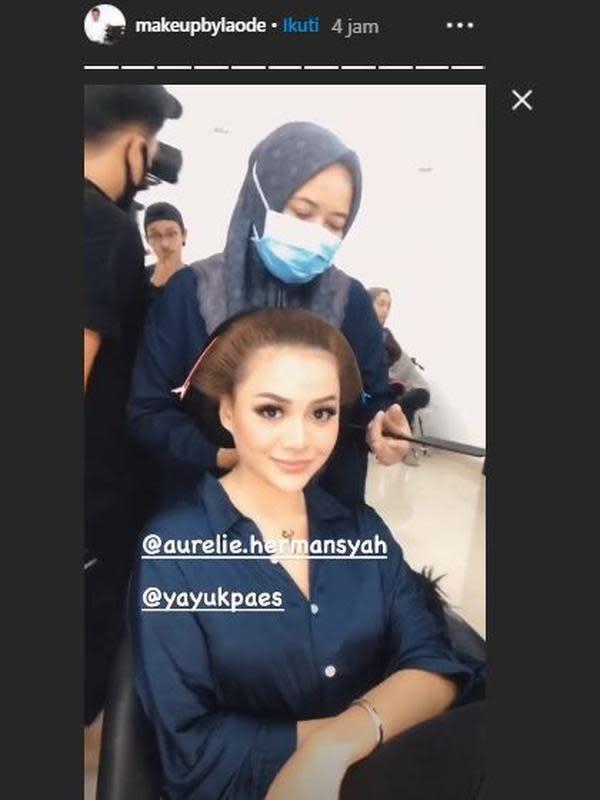 Atta dan Aurel lakoni pemotretan dengan busana adat. (Sumber: Instagram/@makeupbylaode)