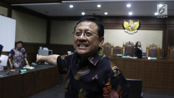 Ekspresi mantan Ketua DPD Irman Gusman usai sidang pendahuluan di Pengadilan Tipikor Jakarta, Rabu (10/10). Menurut kuasa hukum Irman, novum kasus ini terungkap saat persidangan. (Liputan6.com/Herman Zakharia)