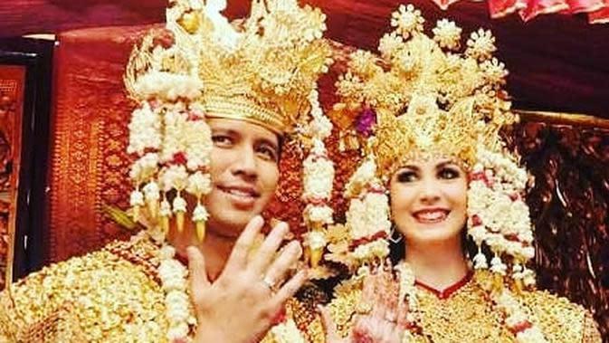 Potret Perjalanan Cinta Arumi Bachsin dan Emil Dardak. (Sumber: Instagram.com/emildardak)
