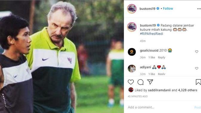 Mantan pemain Arema FC Ahmad Bustomi ikut berduka cita atas meninggalnya mantan pelatih Timnas Indonesia Alfred Riedl. (foto: https://www.instagram.com/bustomi19)