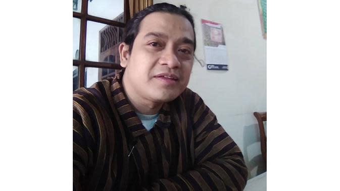 6 Potret Bambang Surono, Mahasiswa Asal Boyolali yang Mirip Didi Kempot (sumber: Instagram.com/bambangsurono.gentolet)