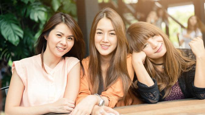 Bersama sahabat-sahabat dekat./Copyright shutterstock.com/g/interstid