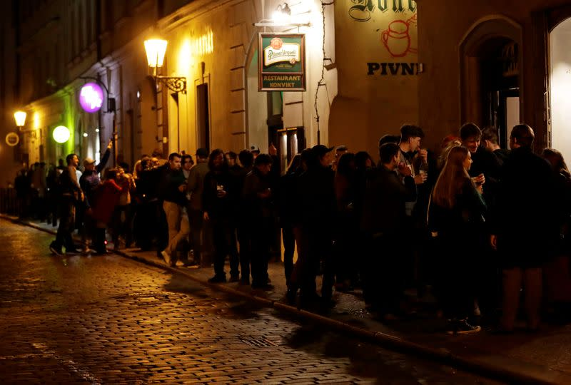 Czechs to tighten coronavirus measures as infections soar: PM