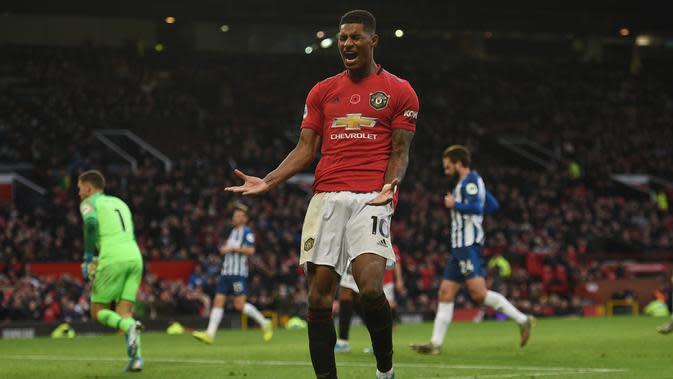 Reaksi Marcus Rashford pada laga Manchester United kontra Brighton and Hove Albion di Old Trafford, Minggu (10/11/2019). (AFP/Oli Scarff)