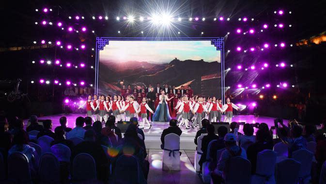 Para seniman tampil dalam kegiatan budaya untuk menyambut hitung mundur 500 hari jelang Olimpiade Musim Dingin Beijing 2022 di Badaling, Distrik Yanqing, yang terletak di Beijing, ibu kota China, pada 20 September 2020. (Xinhua/Zhang Chenlin)