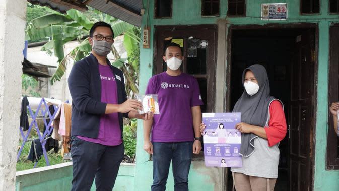 Amartha Mikro Fintek salurkan donasi.