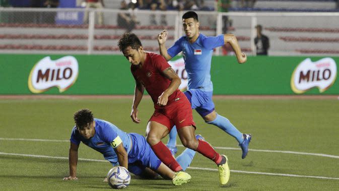 Striker Timnas Indonesia U-22, Osvaldo Haay, mengontrol bola saat melawan Singapura U-22 pada laga SEA Games 2019 di Stadion Rizal Memorial, Manila, Kamis (28/11). Indonesia menang 2-0 atas Singapura. (Bola.com/M Iqbal Ichsan)