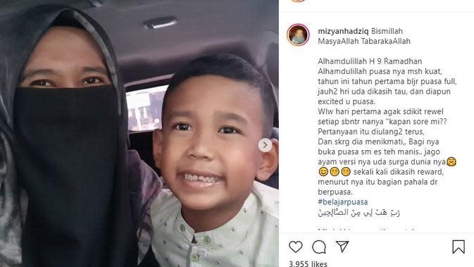 Mantan istri UAS, Mellya Juniarti bersama putranya (Foto: Instagram/@mizyanhadziq)