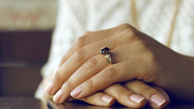 Sejumlah perawatan bisa dilakukan untuk jadikan kuku tetap sehat saat pakai Fake Nails (Foto: Unsplash/ Sarah Cervantes)