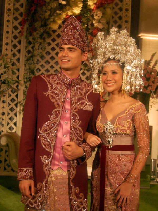 Potret pernikahan Bunga Citra Lestari dan Ashraf Sinclair. (Sumber: Kapanlagi.com)