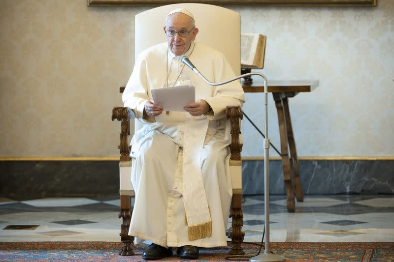 Pope, in first post-lockdown audience, thanks Italian doctors