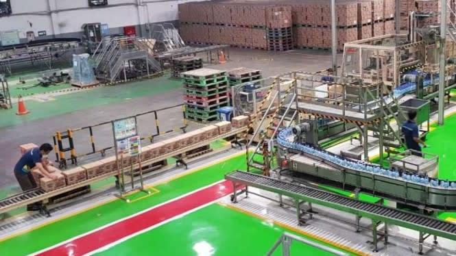 Pabrik Aqua Beroperasi Kembali Usai Diterjang Banjir Bandang