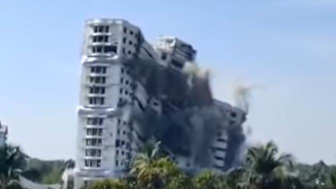 Gedung tinggi di India dihancurkan karena pelanggaran lingkungan. (dok. Youtube Discovered 4 U/https://www.youtube.com/watch?v=MaujoXYgMy8/Adhita Diansyavira)