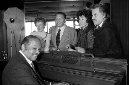 """FILE - In this Sept. 1979 file photo, Helen Ward, far left, along with fellow big band performers, from left: Bob Eberle, Fran Warren, Johnny Desmond and band leader Sy Oliver, at piano, gathered to celebrate the 45th anniversary of the Rainbow Room in New York. Warren, whose 1947 recording of """"A Sunday Kind of Love"""" was one of the classic hits of the big band era, has died of natural causes on March 4, 2013. She was 87. (AP Photo/file)"""