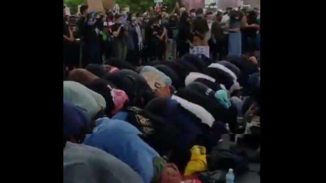 Peristiwa Menakjubkan Umat Muslim di Tengah Kerusuhan Amerika