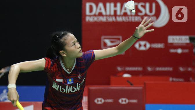 Pebulutangkis tunggal putri Indonesia, Fitriani saat melawan Han Yue (China) pada babak pertama Indonesia Masters 2020 di Istora GBK, Jakarta, Rabu (15/1/2020). Fitriani kalah dua set langsung 6-21, 17-21. (Liputan6.com/Helmi Fithriansyah)