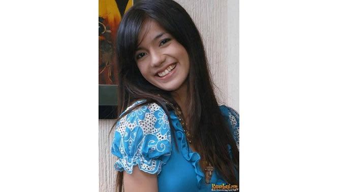 6 Foto Jadul Sheila Marcia, Bukti Cantik Sedari Dulu (sumber: KapanLagi.com)