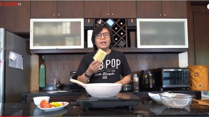 Di Rumah Aja, Ari Lasso Bagikan Resep Makanan Favoritnya. foto: Youtube 'Ari Lasso TV'