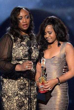 Bobbi Kristina Brown Breaks Down During Whitney Houston Tribute at Billboard Awards