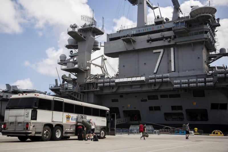 Angkatan Laut tak akan karyakan lagi kapten kapal induk terkena virus corona