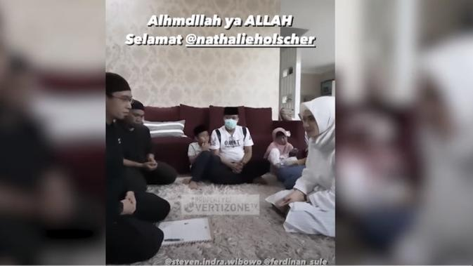 Momen Natalie Holscher Memeluk Islam (Sumber:Instagram/panjikomara