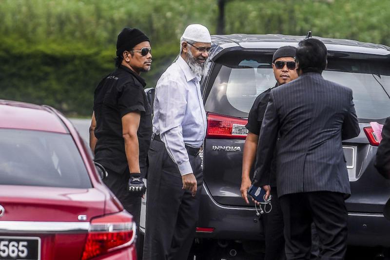 Dr Zakir Naik arrives at Bukit Aman police headquarters in Kuala Lumpur August 22, 2019. — Picture by Hari Anggara