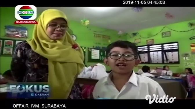 VIDEO: Guru SD di Sidoarjo Ciptakan Inovasi Belajar dari Barang Bekas