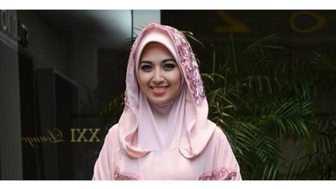 6 Potret Sylvia Fully Tampil Berhijab, Aktris Hits FTV (sumber: KapanLagi.com)