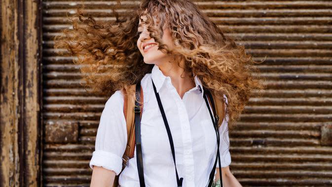 Cara Merawat Rambut Keriting Agar Tak Kering dan Kusut, Alami dan Praktis