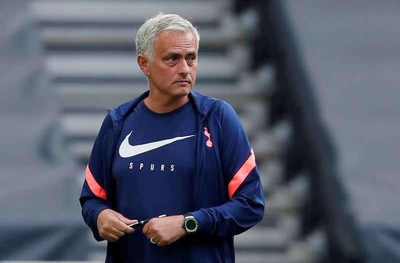 Mourinho says signing striker is top priority