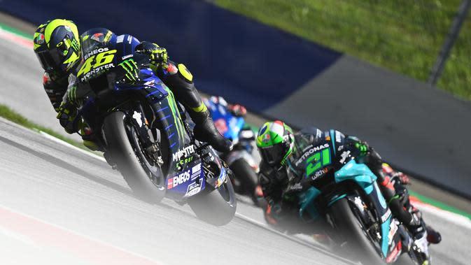 Pembalap Monster Energy Yamaha, Valentino Rossi, pada balapan MotoGP Austria di Sirkuit Red Bull Ring, Minggu (16/8/2020). (AFP/Joe Klamar)