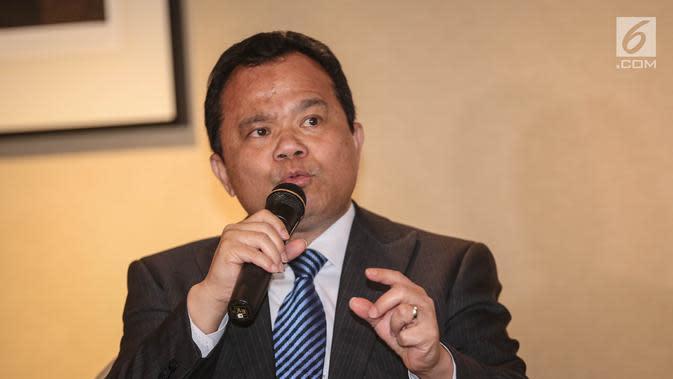 Dirjen Imigrasi Kementerian Hukum dan HAM (Kemenkumham) Ronny F Sompie memberikan keterangan pers usai menghadiri acara policy on visa and stay permit di Jakarta, Selasa (8/8). (Liputan6.com/Faizal Fanani)