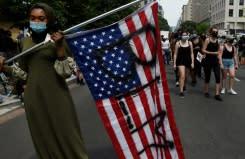 'Saatnya untuk perubahan': Pengunjuk rasa anti-rasisme berpawai di seluruh AS