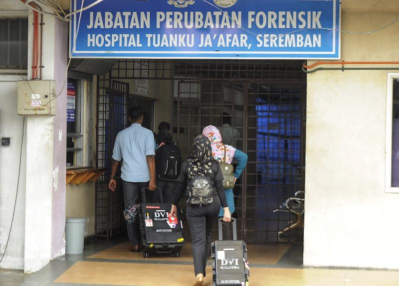 A team from the Chemistry Department arrives at Tuanku Ja'afar Hospital in Seremban August 14, 2019, ahead of a post-mortem on the body of Irish teen Nora Anne Quoirin. — Picture by Shafwan Zaidon
