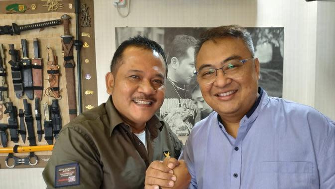 Agoes Soerjanto (kiri) bersama General Manager Arema FC, Ruddy Widodo (istimewa)