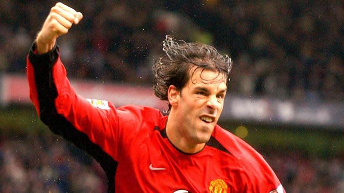 4. Ruud van Nistelrooy - Pemain bernomor punggung 10 ini merupakan salah satu striker haus gol dan paling mematikan pada masa nya. Selama lima musim berseragam Manchester United, ia membukukan total 150 gol dari 219 penampilan. (AFP/Paul Barker)
