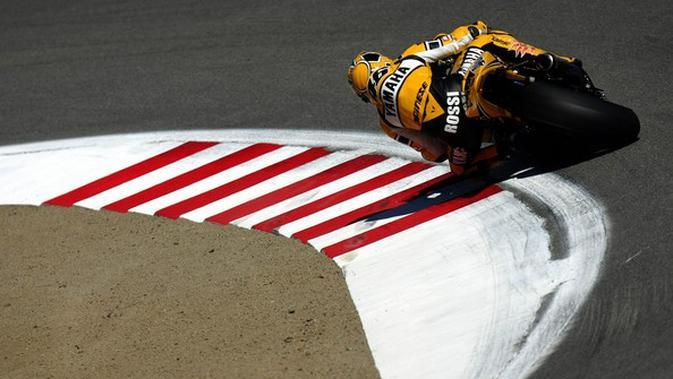 Valentino Rossi mengendarai motor Yamaha YZR-M1 pada musim 2005 (Istimewa)